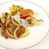 Filetto in crosta di sesamo con patate ripiene e porro fritto