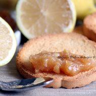 Marmellata di limoni con limone intero