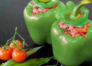 Peperoni verdi ripieni di salsiccia
