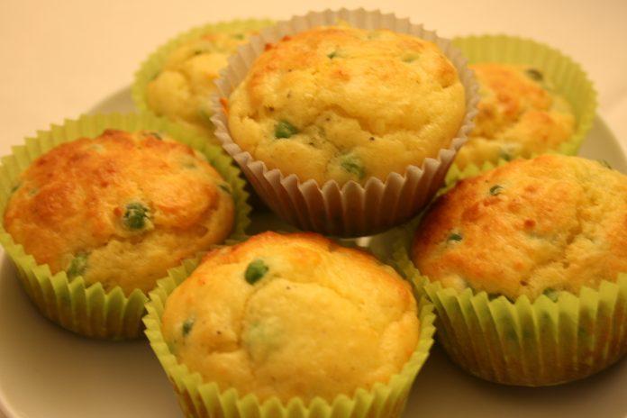 muffin con piselli e prosciutto