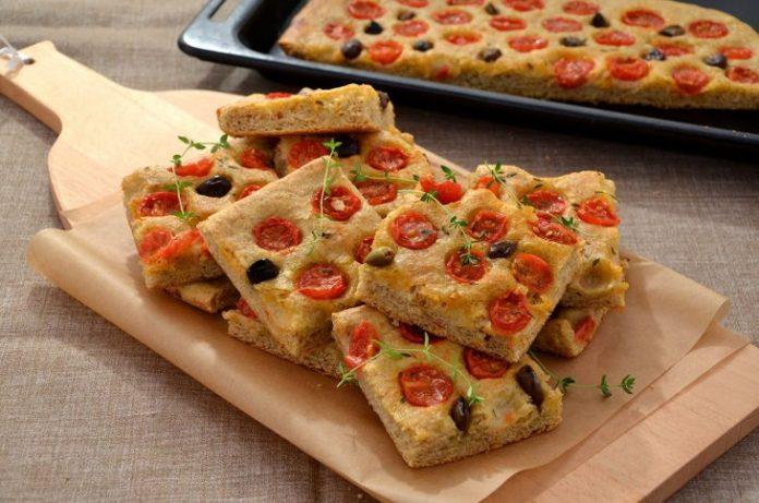 pizza integrale con pomodorini
