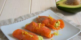 rotolini di avocado e salmone